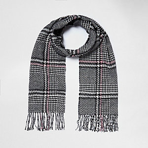 Black and white check tassel scarf