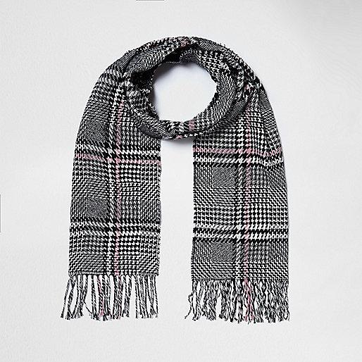 Black and white check tassel scarf