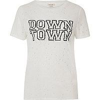 Weißes, verziertes T-Shirt