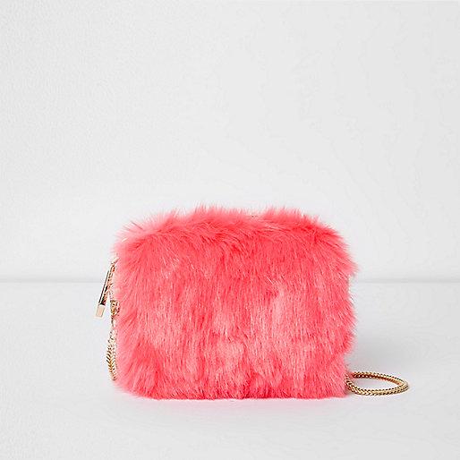 Mini sac à bandoulière en fausse fourrure rose