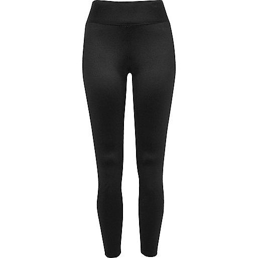 Schwarze, glänzende Leggings mit hohem Bund