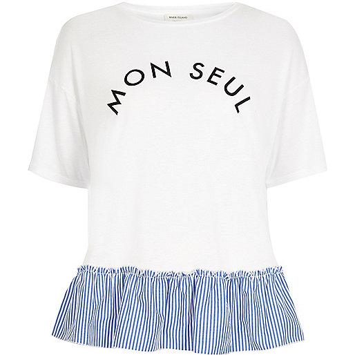 Weißes, gestreiftes T-Shirt mit Rüschensaum