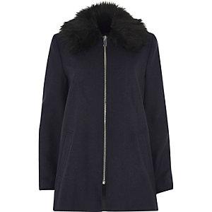 Manteau évasé bleu marine avec col en fausse fourrure