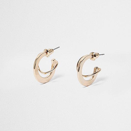Gold tone interlinking hoop earrings