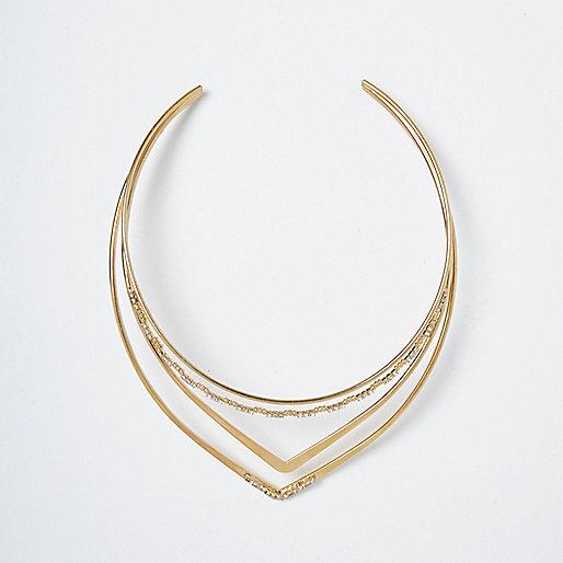 Collier doré à pendentif triangulaire pavé