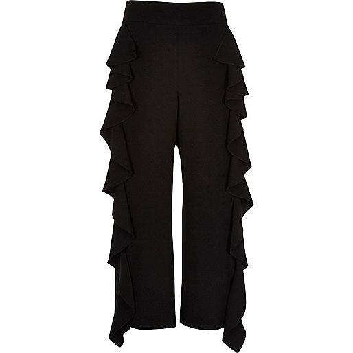 Schwarze verkürzte Hose mit Rüschenkante
