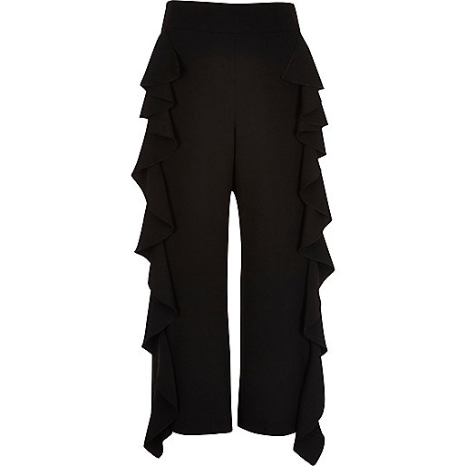 Black frill lined cropped pants