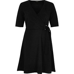Robe patineuse noire style portefeuille avec anneau d'attache