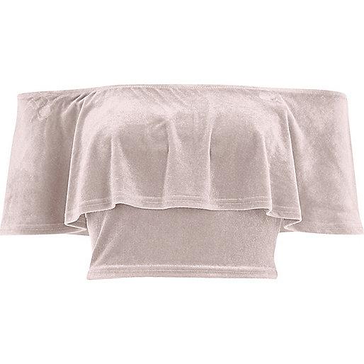 Crop Top aus pinkem Samt mit Schulterausschnitten