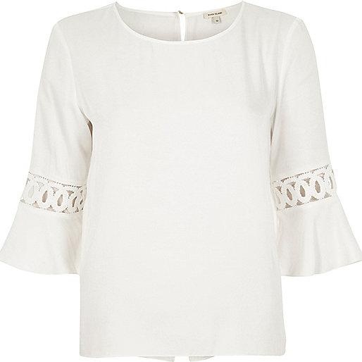 Top blanc avec empiècements en velours côtelé et manches pagode