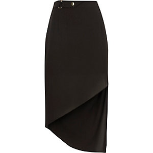 Black buckle waist asymmetric hem skirt