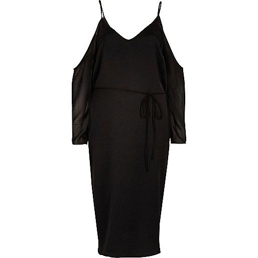 Robe mi-longue noire à épaules dénudées