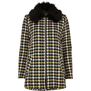 Gelber Mantel mit Kunstfellkragen und Karos