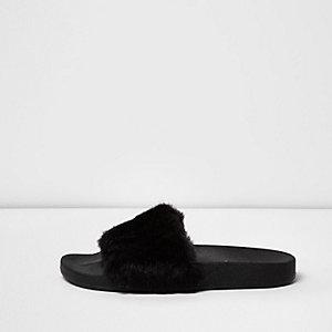 Nu-pieds en fausse fourrure noirs