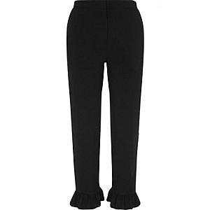 Pantalon court noir à bordures volantées
