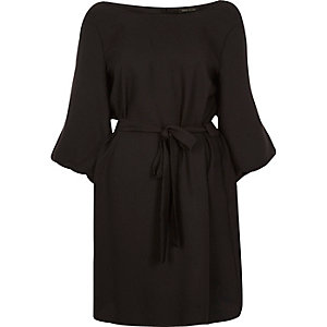 Robe trapèze noire à ceinture nouée et manches gonflantes