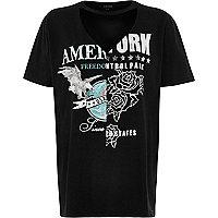 T-shirt boyfriend noir à imprimé colour block et découpes