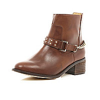Girls brown chain back ankle boots