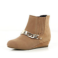 Girls beige chain front wedge boots