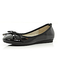 Girls black patent ballerina shoes