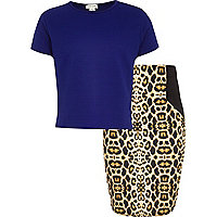 Girls blue cropped t-shirt and leopard skirt