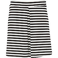 Girls black stripe pleated front skirt