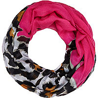 Girls pink leopard snood