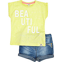 Mini girls beautiful t-shirt and shorts set