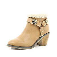 Girls beige borg lined boots