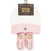 Set mit pinkfarbene Kappe und Stiefelchen von Converse