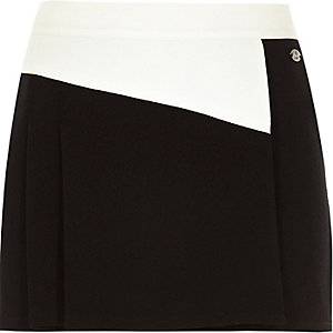 Girls black and white skort kilt
