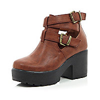 Girls brown double buckle clumpy boot