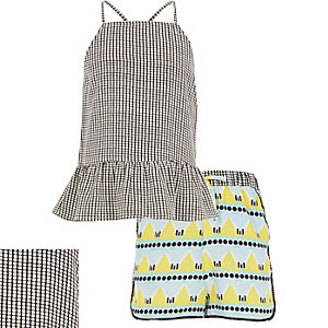 Girls beach hut print top shorts outfit