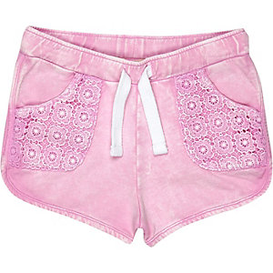 Mini girls pink crochet shorts