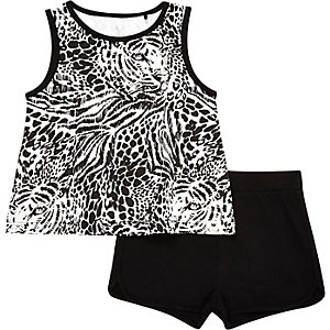 Mini girls black vest and short outfit