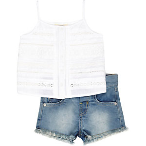 Mini girls white top denim shorts outfit