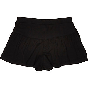 Mini girls black flippy shorts
