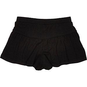 Mini girls black flippy shorts