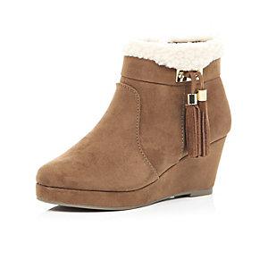 Girls brown suede wedge tassel boots