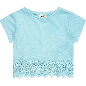 Mini girls blue crochet hem t-shirt