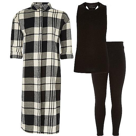Outfit mit schwarz karierter Leggings und Oberteil