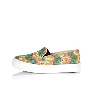 Girls pink zig zag slip on plimsolls