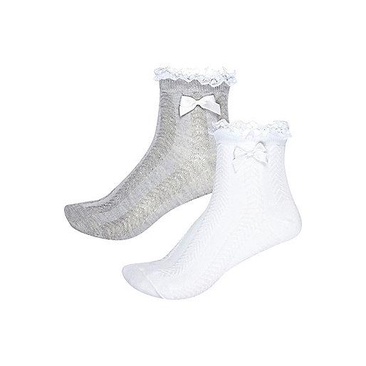 Graue gerüschte Socken im Multipack