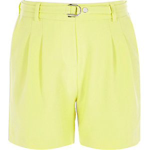 Girls yellow D-ring buckle shorts