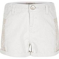 Weiße Jeansshorts mit Verzierung für Mädchen