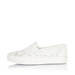 Girls white lace plimsolls