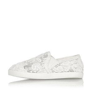 Mini girls white lace plimsolls