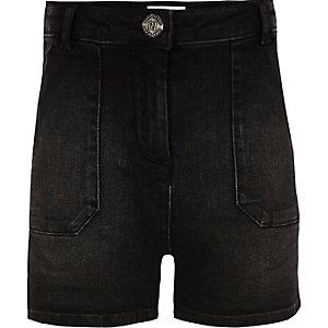 Schwarze hochgeschnittene Jeansshorts