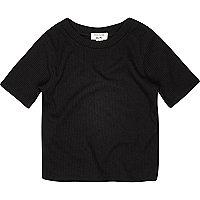 Schwarzes, geripptes T-Shirt