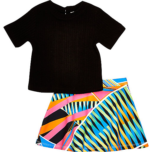 Mini girls black t-shirt and skirt outfit